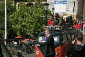 Ruud de wild mag rijden met de DJBus voor Radio 538